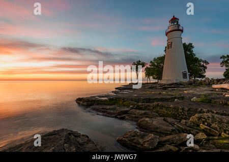 Sonnenaufgang am Marblehead Leuchtturm, Marblehead Lighthouse State Park, Ottawa County, Ohio - Stockfoto