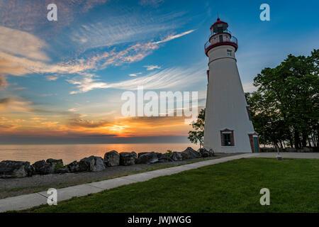 Sonnenaufgang am Marblehead Leuchtturm, Marblehead Lighthouse State Park, Ohio - Stockfoto