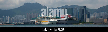 Die neuen Kai Tak Cruise Ship Terminal, mit Hongkongs grösste Dachgarten, Hongkong, China. - Stockfoto