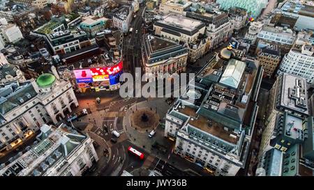 Luftaufnahme Bild Foto von ikonischen Wahrzeichen Square Piccadilly Circus-Umlaufbahn um Soho und Leicester Square - Stockfoto