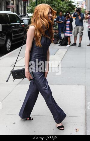 New York, Vereinigte Staaten. 14 Aug, 2017. Die amerikanische Schauspielerin Katherine McNamara befindet sich in - Stockfoto
