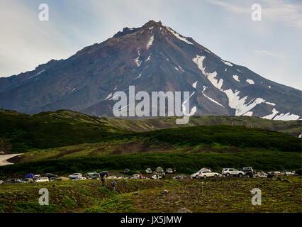 Kamtschatka, Russland. 12 Aug, 2017. Ein Blick auf den aktiven Vulkan Koryaksky. Credit: Yuri Smityuk/TASS/Alamy - Stockfoto