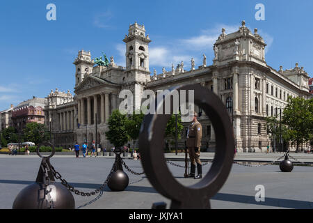 Ministerium für Landwirtschaft, Museum für Völkerkunde, hinter dem Parlament, Budapest Ungarn Schuß von Parlament - Stockfoto