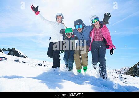 Familie in den Skiurlaub, Hintertux, Tirol, Österreich - Stockfoto