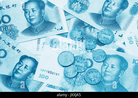 Hintergrund Collage chinesische Rmb Banknoten oder Yuan und Münzen mit dem Vorsitzenden Mao an der Vorderseite des - Stockfoto