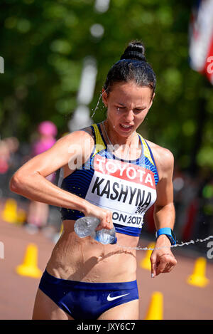 Inna Kashyna der Ukraine in der IAAF Leichtathletik WM 20 k Spaziergang in der Mall, London konkurrieren. Platz - Stockfoto
