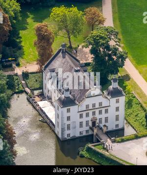 Schloss Borbeck, barocke Wasserschloss, Haupthaus und eine längliche, landwirtschaftliche Gebäude, geschweiften - Stockfoto