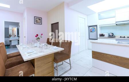 Küche, Ess- und Wohnzimmer der Wohnung - Kunstwerk aus Fotograf ...