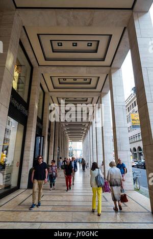 Upper Eastside Einkaufszentrum Arkade auf der Friedrichstraße in Mitte, Berlin, Deutschland - Stockfoto