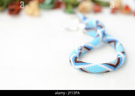 Handarbeit häkeln Perlenkette mit geometrischen Muster Stockfoto ...