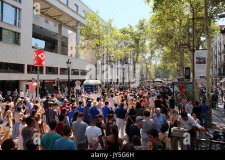 Barcelona, Spanien. 18 Aug, 2017. Demonstration in Barcelona gegen den Terrorismus (18.08.2017) Credit: Victor Turek/Alamy - Stockfoto