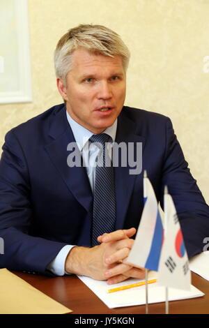 Moskau, Russland. 18 Aug, 2017. Russlands Sport Minister Pavel Kolobkov bei einem Treffen mit Südkorea Botschafter - Stockfoto