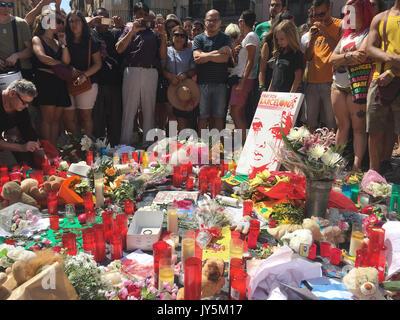 Barcelona, Spanien. 18 August, 2017. Eine Mahnwache an der Las Ramblas Straßen statt nach einer terroristischen - Stockfoto