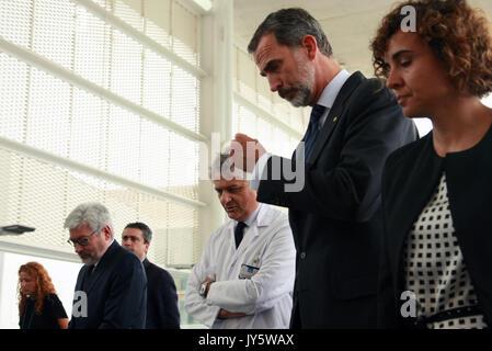 Barcelona, Spanien. 19 Aug, 2017. Spanischen Könige Felipe VI und Letizia Ortiz besuchen Sie die Mitarbeiter in - Stockfoto