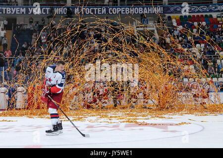 Moskau, Russland. 18 Aug, 2017. CSKA Moskau Spieler feiern den Gewinn der 2017 der Moskauer Bürgermeister Eishockey - Stockfoto