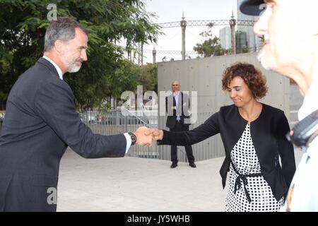 Barcelona, Spanien. 19 Aug, 2017. Spanischen Könige Felipe VI besuchen Sie die Mitarbeiter in Notfällen medizinische - Stockfoto