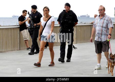 Madrid, Spanien. 19 Aug, 2017. Katalonien Polizei Mossos d'Esquadra Offiziere patrouillieren die Promenade in Barcelona, - Stockfoto