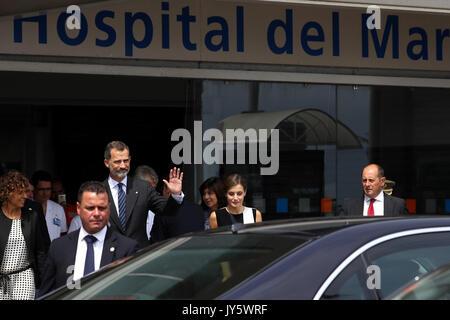 Barcelona, Spanien. 19 Aug, 2017. Spaniens König Felipe VI (3-L) und seine Frau Königin Letizia (C) Lassen Sie nach - Stockfoto