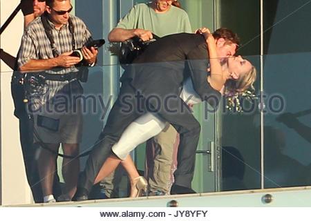 Natalie Portman und Michael Fassbender. Natalie Portman küsse ...