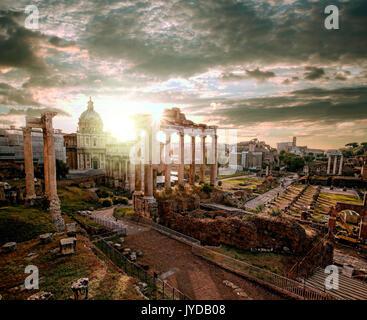 Berühmte römische Ruinen in Rom, Italien - Stockfoto