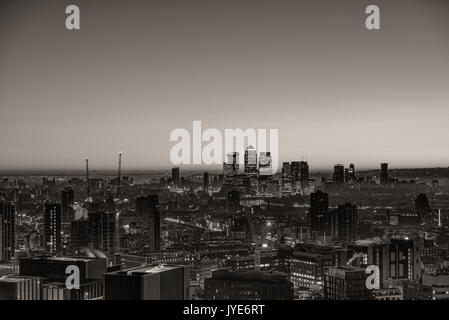 Schwarze und weiße Stadtbild von London Canary Wharf, London - Stockfoto