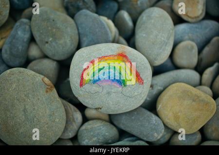Regenbogen gemalt auf Stein