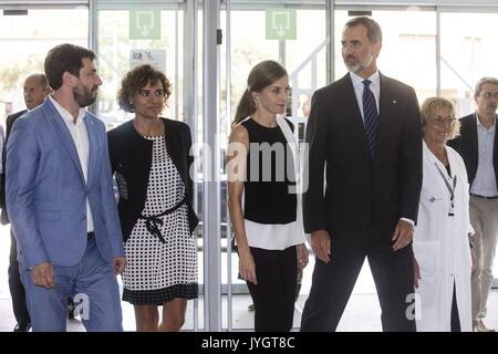 Barcelona, Spanien. 19 Aug, 2017. Spaniens König Felipe VI (2-R) und seine Frau Königin Letizia (2-L) zusammen mit - Stockfoto