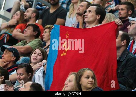 Moskau, Russland. 18 Aug, 2017. CSKA Moskau Fans root für Ihr Team in der Moskauer Bürgermeister Eishockey Cup Match - Stockfoto