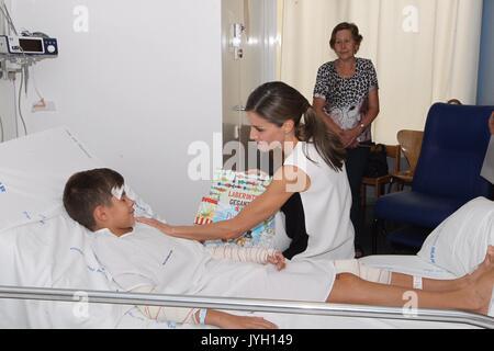Barcelona, Katalonien, Spanien. 19 Aug, 2017. Queen Letizia von Spanien besucht Opfer der letzten Donnerstag Terroranschlag - Stockfoto