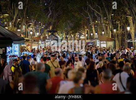 Barcelona, Spanien. 19 Aug, 2017. Die Menschen in der Las Ramblas in Barcelona, Spanien, 19. August 2017. Mehrere - Stockfoto