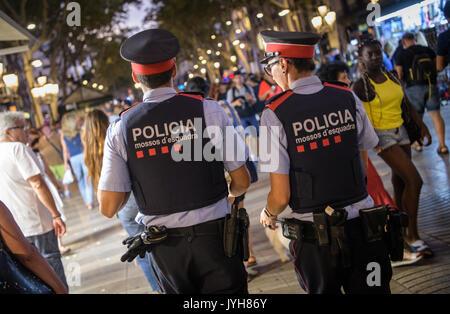 Barcelona, Spanien. 19 Aug, 2017. Streife der Las Ramblas in Barcelona, Spanien, 19. August 2017. Mehrere Menschen - Stockfoto