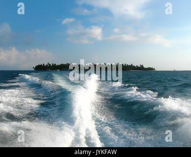 Über Wasser bungalows und das blaue Meer - Stockfoto