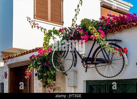 alten rostigen fahrrad steinmauer h ngen stockfoto bild 138928099 alamy. Black Bedroom Furniture Sets. Home Design Ideas
