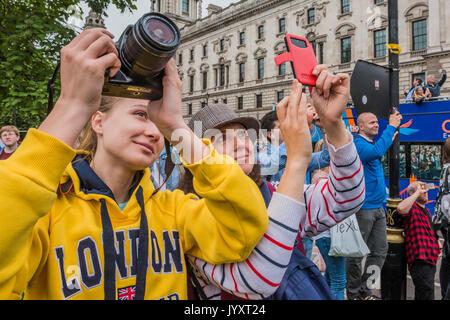London, Großbritannien. 21 Aug, 2017. Jeder versucht ein Foto - Big Ben Bongs seinen letzten für mehrere Jahre vor - Stockfoto