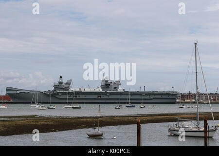 hms queen elizabeth r08 flugzeugtr ger im bau in rosyth dockyard auf den firth of forth in. Black Bedroom Furniture Sets. Home Design Ideas