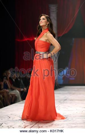 Minka Kelly. Schauspielerin Minka Kelly Tragen von Oscar De La Renta ...