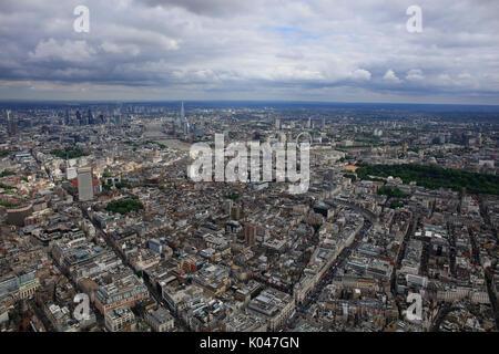 Einen Panoramablick über London von Marylebone, die Skyline und den Fluss Themse in der Ferne - Stockfoto