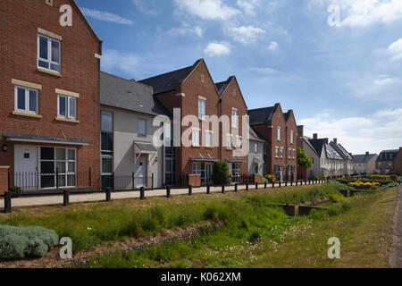 Teil der gemischten Bauformen innerhalb der zeitgenössischen eco-design Entwicklung am Upton in Northampton, England. - Stockfoto
