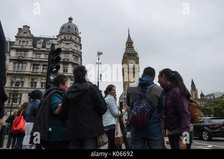 London, Großbritannien. 21 Aug, 2017. Big Ben Bongs um 12.00 Uhr und wird voraussichtlich bis 2021 still, außer - Stockfoto