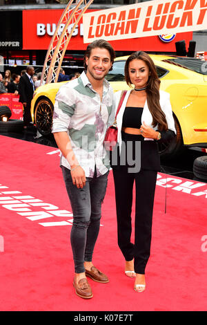 Kem Cetinay und Amber Davies an der Logan Lucky UK Premiere auf der Vue West End in Leicester Square, London statt. - Stockfoto
