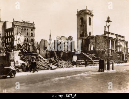 Bombenschäden in London - St. Nikolaus Cole Abbey, Queen Victoria Street. Datum: ca. 1943 - Stockfoto