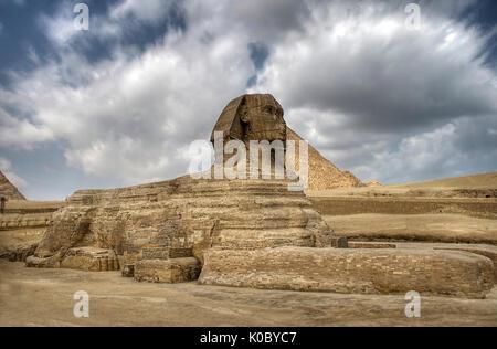 Die Sphinx, die Pyramiden von Gizeh plateu in Kairo, Ägypten. - Stockfoto