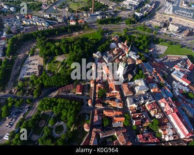 Luftaufnahme am Parkplatz und die Altstadt von Tallinn. Die am besten erhaltene mittelalterliche Festung und Wände. - Stockfoto