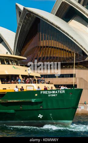 Nahaufnahme von Manley Fähre in der Nähe von der Weitergabe an das Opernhaus von Sydney, Sydney, New South Wales, - Stockfoto