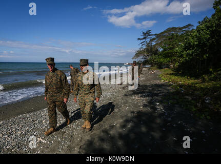 Us Marine Corps Generalmajor Eric M. Smith, Links, Kommandierender General der 1. Marine Division, und Maj. Reiche - Stockfoto