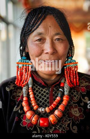 Einer braut Mutter an der Rezeption vor der Hochzeit. Tibetischen Plateau - Stockfoto