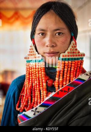 Eine tibetische Braut vor ihrer Hochzeit. Tibetischen Plateau - Stockfoto