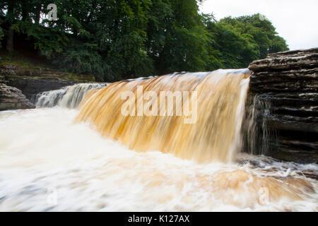 Aysgarth Wasser fällt auf dem Fluß Ure in der Nähe von Hawes und Wenlesydale in den Yorkshire Dales National Park, - Stockfoto