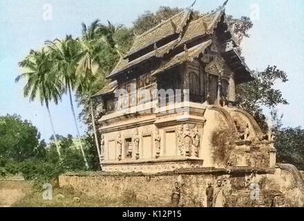 Bibliothek in der Tempelanlagen von Wat Luang, Chieng Mai, Thailand, 1922. Hinweis: Das Bild hat digital über ein - Stockfoto
