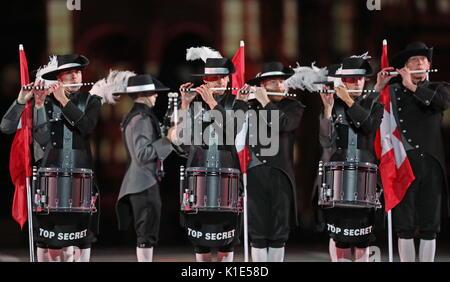 Moskau, Russland. 25 Aug, 2017. Der Schweiz Top Secret Drum Corps an der Generalprobe der Eröffnungsfeier der Spasskaja - Stockfoto